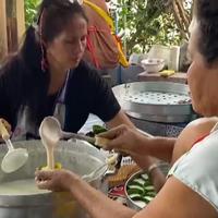 แม่ค้าขนมเข่งมะพร้าวอ่อนโบราณ เร่งทำขนมไหว้เจ้าตามออเดอร์