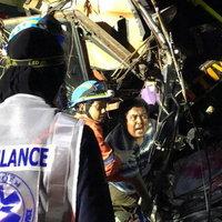 รถนักเรียนนราธิวาสไปทัศนศึกษาชนเสาไฟฟ้าบาดเจ็บ 7 คน