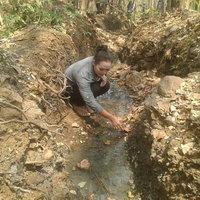 ชาวบ้านแห่นำน้ำผุดธรรมชาติไปกินไปอาบ