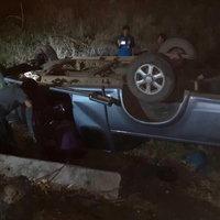 รถกระบะพุ่งชนท้ายรถไถ คนขับรถไถตกถนนดับคาที่ มีผู้บาดเจ็บสาหัส 3 คน