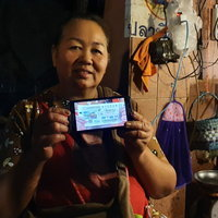 แม่ค้าขายปลาถูกรางวัลที่ 1 เหมาปลาทั้งตลาดแจกชาวบ้าน