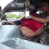 รถตู้ตัดหน้า กระบะเบรคไม่ทันพุ่งชนได้รับบาดเจ็บ