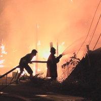 เคราะห์ซ้ำกรรมชัด! เพลิงพิโรธไหม้บ้าน 10 หลังช่วงเคอร์ฟิว