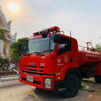 เสกน้ำมนต์ใส่รถดับเพลิง วิ่งฉีดพรมทั่วเมือง ปัดเป่าภัยพิบัติ