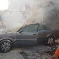 ไฟลุกไหม้รถยนต์เก๋งยายวัย71 ปี หวิดลามบ้านเรือน