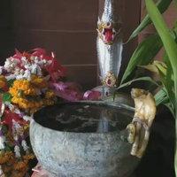 เทียนน้ำมนต์ขันโบราณ 800 ปีกลายร่างเป็นรูปงู มีเลขสวย