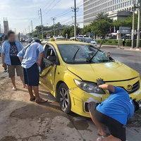 แท็กซี่พุ่งตกหลุมตอม่อคนขับผู้โดยสารรอดตายหวุดหวิด