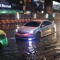 ประมวลภาพ! ฝนถล่มกรุงน้ำท่วมขังหลายจุด รถติดยาว
