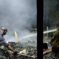 สุดสลด! ไฟไหม้บ้านยายวัย 73 ปี หนีไม่ทันร้องไห้คนช่วยก่อนสิ้นใจ