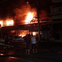 ระทึก! ไฟไหม้ร้านพลาสติกและร้านอะไหล่รถจักรยานยนต์ เสียหายกว่า 20 ล้านบาท