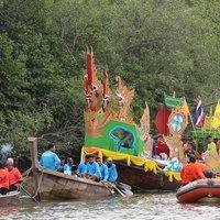 ลากพระทางน้ำข้ามทะเล จ.ตรัง แห่งเดียวในไทย