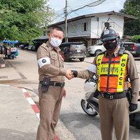 ชื่นชมดาบตำรวจ เก็บเงิน 15,000 ตกบนถนน นำไปประกาศตามหาเจ้าของ