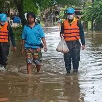 สถานการณ์น้ำท่วมกบินทร์บุรี ขยายวงกว้างท่วมแล้ว 2 โรงเรียน