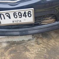 แห่ส่องเลขรถ แมวถูกรถเก๋งชนติดไปกับรถ รอดปาฏิหาริย์