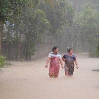 น้ำท่วมมาแล้ว! ฝนตกต่อเนื่องน้ำป่าหลากท่วมหลายพื้นที่