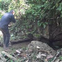 พบตาน้ำผุดอายุ 100 ปี ไหลออกจากรูกลางชุมชน