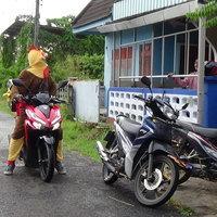 เข้าใจคิด ชีวิตเปลี่ยน! ไรเดอร์แต่งชุดไก่ ส่งข้าวเหนียวไก่ทอด