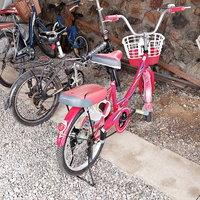 จะถูกจะแพง ขอแดงไว้ก่อน! เอารถจักรยานสีแดงมาจอด ก่อนขโมยรถ จยย.สีแดงไป