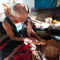 ลุงวัย74 ปี ป่วยอัมพฤกษ์ แกะสลักไม้ขนุนหาเลี้ยงชีพ