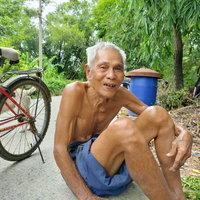 ตาวัย 82 ปี ยึดอาชีพปีนต้นตาล แข็งแรงเหมือนหนุ่มๆ
