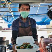 ชีวิตต้องสู้! เจ้าของโต๊ะจีนดัดแปลงรถขายก๋วยเตี๋ยว อาหารตามสั่งเคลื่อนฝ่าวิกฤตโควิด