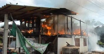 ย่างสด 25 ศพ! ไฟไหม้บ้านแม่ค้าขายไก่ย่างวอดทั้งหลัง หมาแมวตายเรียบ