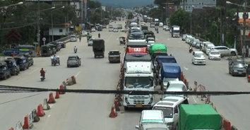 รถบรรทุกติดวินาศสันตะโร ตั้งแต่ชายแดนเมียนมายาวกว่า 10 กม.