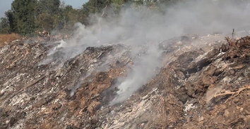 ไฟไหม้บ่อขยะนานกว่า 30 ชั่วโมง ชาวบ้านได้รับผลกระทบหนัก