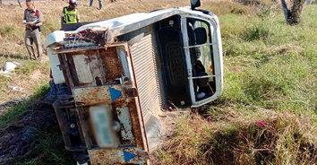 รถยนต์ปิกอัพเทกระจาด มีผู้บาดเจ็บ 3 ราย ถูกรถทับเสียชีวิต 1 ราย
