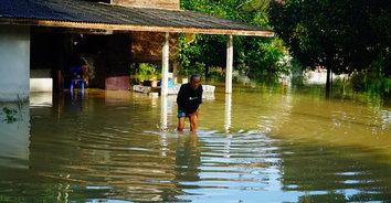 พัทลุงฝนตกหนัก น้ำหลากเข้าท่วม 3 หมู่บ้านอ่วม