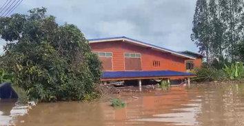 สุโขทัยอ่วมหนัก! น้ำยมล้นตลิ่ง ท่วมบ้านเรือนชาวบ้านหลายหลัง