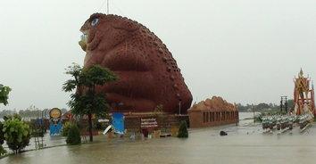พายุคาจิกิทำพิษ ส่งผลน้ำท่วมแหล่งท่องเที่ยวสำคัญของยโสธรหลายแห่ง