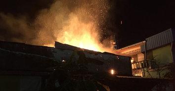 ระทึก! ไฟไหม้บ้านเช่ากลางเมืองหาดใหญ่ หนีตายโกลาหล