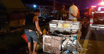 รถขายไอศกรีมตัดหน้าเก๋ง โดนเสยลากไป 500 เมตร ดับ 2 ศพ