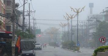 ฝนตกไม่ได้ช่วยให้หมอกควันเจือจางลง ลมพัดหมอกควันเข้ามาปกคลุมเมืองเบตงอีกครั้ง