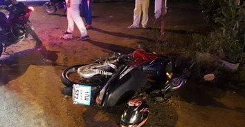 หนุ่มควบจักรยานยนต์ลื่นเนินทรายบนผิวถนน เสียหลักล้มเองเจ็บสาหัส