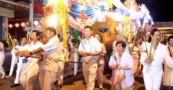 กินเจราชบุรีคึกคัก 2 โรงเจจัดแห่เรือฮุกโจ้วให้ประชาชนกราบไหว้เป็นสิริมงคล