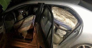 ซุกมาแน่นรถ-แก๊งค้ายาสุดเหิมขับรถแหกด่าน สกัดยึดยาบ้าได้กว่า 3 ล้านเม็ด!