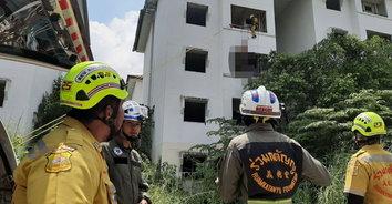 หนุ่มซดเหล้าย้อมใจ ก่อนผูกคอตายระเบียงหลังห้องอาคารร้าง