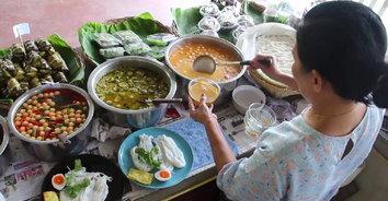 ขนมจีนคุณย่า สุดยอดความอร่อย 3 ชั่วอายุคน ท่ามกลางบรรยากาศสวนดอกไม้อันร่มรื่น