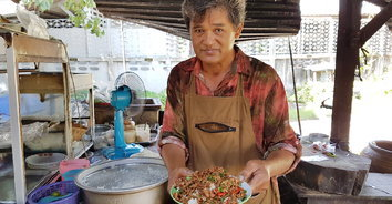 """ชวนชิม """"ผัดกะเพราข้าวบึ้ม"""" ราคาถูกอร่อย รับประกันความใหญ่ล้นจาน"""