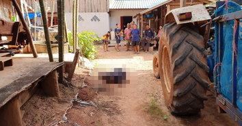 หนุ่มใหญ่อาละวาดพังบ้าน ถูกเพื่อนบ้านหนุ่มวัย 17 ยิงสวนดับ