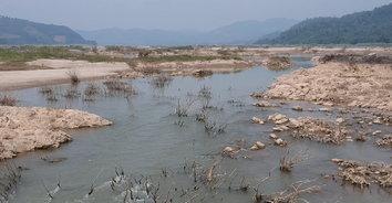 หนองคายน้ำโขงลดต่ำ เกษตรกรเดือดร้อน ต้องต่อท่อน้ำยาวหลายร้อยเมตร