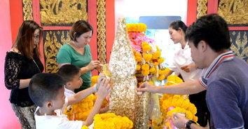 ชาวราชบุรีแห่ไหว้ศาลหลักเมือง รับย้ายราศีดาวพฤหัสฯ ครั้งใหญ่ในรอบปี