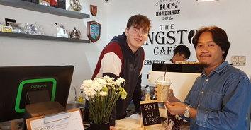 ไอเดียเก๋ Kingston Café ร้านกาแฟต้องพูดภาษาอังกฤษ
