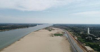 น้ำโขงวิกฤติ! แห้งขอด-หาดทรายโผล่ยาวเป็นกิโล กระทบเดินเรือและการเกษตร