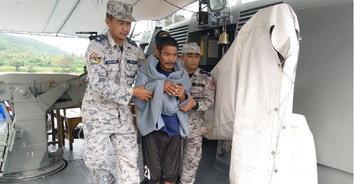 รอดปาฏิหาริย์! ลูกเรือพลัดตกทะเล ลอยคอนานกว่า 11 ชั่วโมง ก่อนกองทัพเรือช่วยเหลืออย่างปลอดภัย