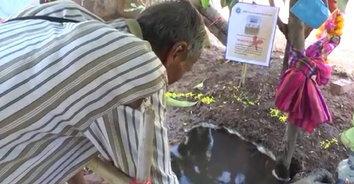 ชาวบ้านโคราชไม่สนคำเตือนแพทย์ แห่ตักน้ำผุดพญานาคดื่มกิน