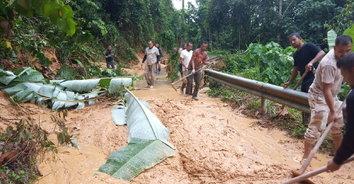 เบตงฝนตกหนัก เกิดเหตุดินสไลด์-ต้นไม้ล้ม เส้นทางสัญจรถูกปิดตาย