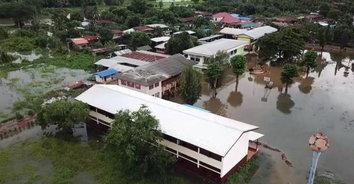 สกลนครปิดแล้ว 3 โรงเรียน หลังน้ำยามหลากเข้าท่วม สั่งเฝ้าระวังเข้ม